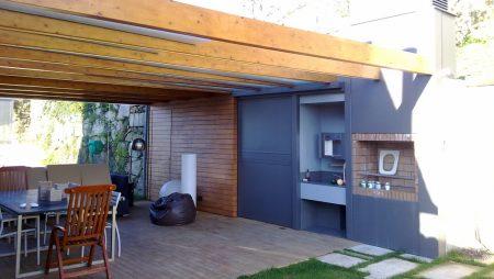 Combinado de madera y aluminio para cenador exterior