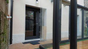 Estructura de aluminio para unir viviendas