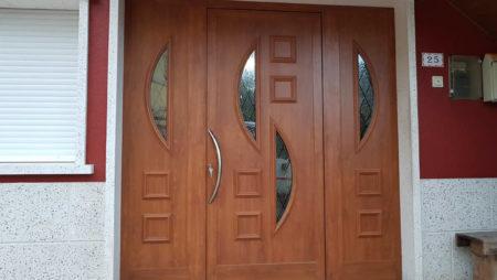 Puerta de aluminio serie domo 50 de indalsu en color embero y texturado