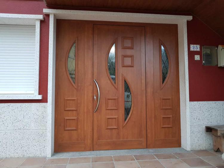 Puerta de aluminio color embero texturado