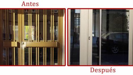 Sustitución de puerta de entrada de edificio