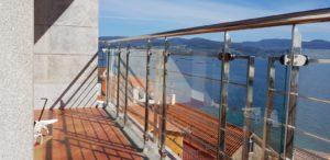 Balcón con vidrio laminado para reforzar la seguridad